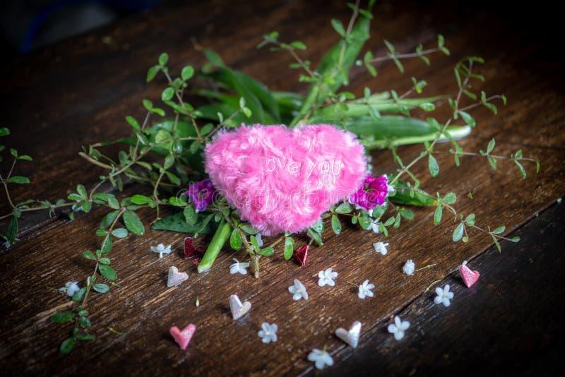 Coração cor-de-rosa e coração de papel cor-de-rosa imagem de stock