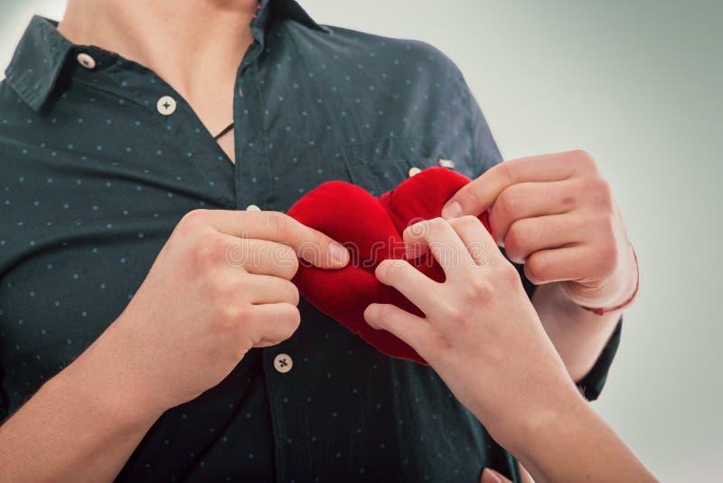 Coração da amiga e dos noivos foto de stock