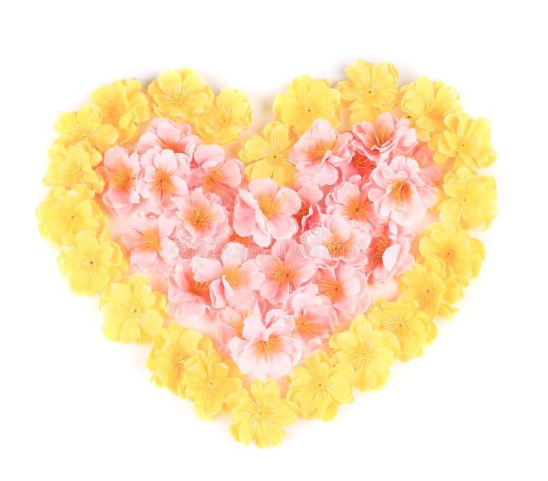 Coração das flores artificiais. imagens de stock