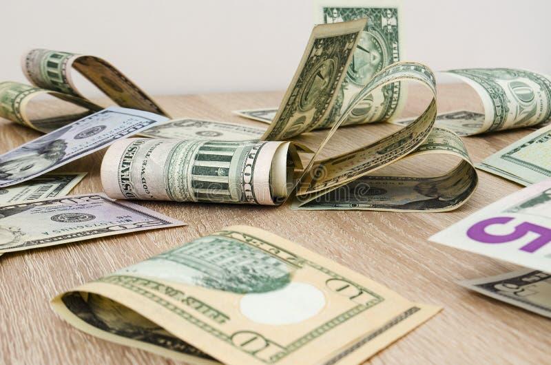Coração de notas de dólar americanas imagem de stock royalty free