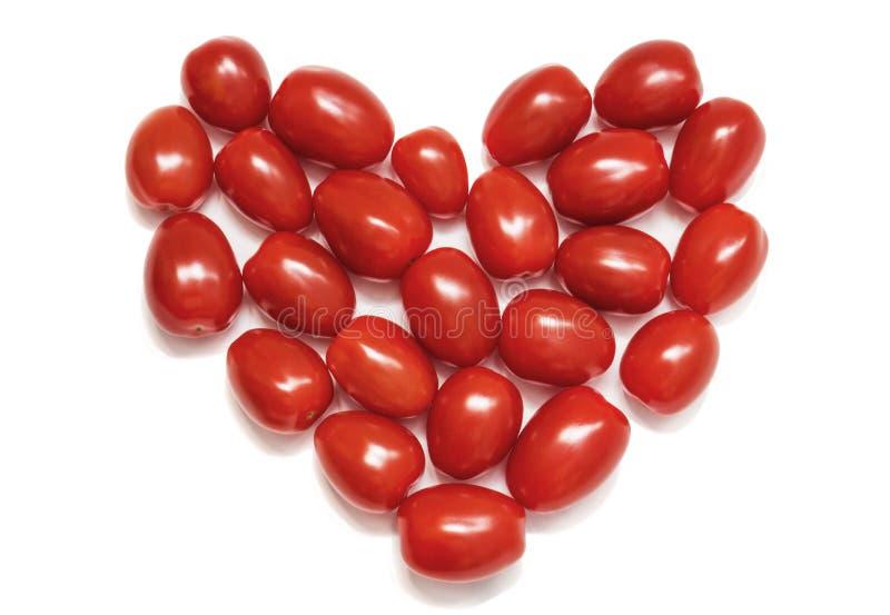Coração de tomates de cereja pequenos Conceito do amor e símbolo da nutrição saudável Isolado em um fundo branco imagens de stock royalty free