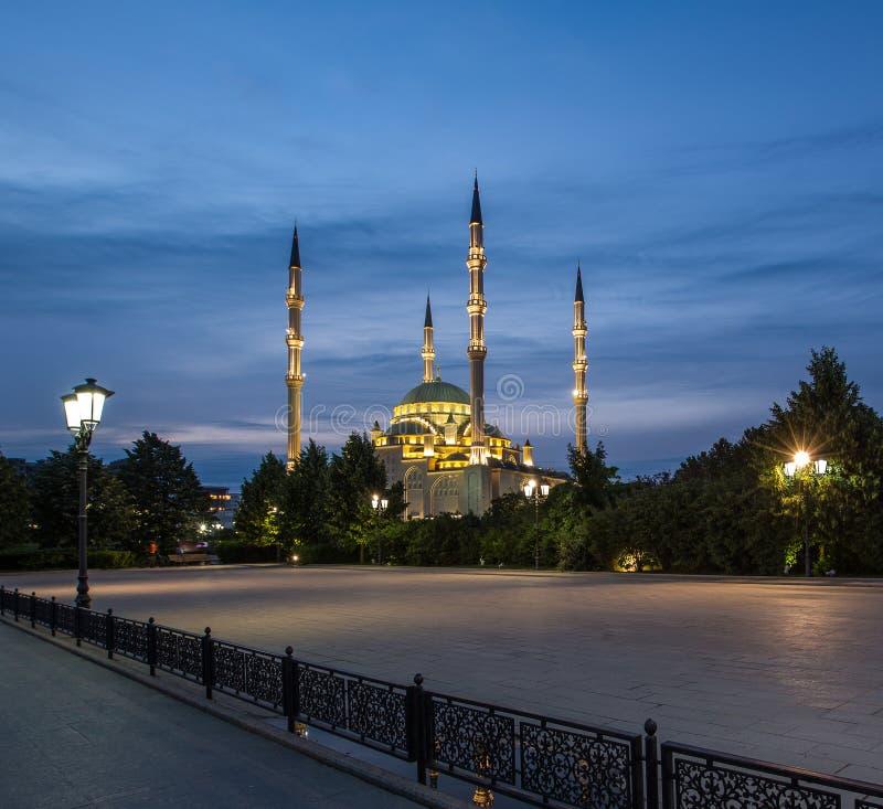 Coração do ` da mesquita do ` de Chechnya no alvorecer imagens de stock royalty free