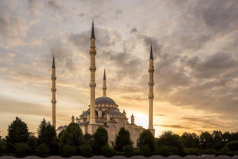 Coração do ` da mesquita do ` de Chechnya no alvorecer foto de stock royalty free