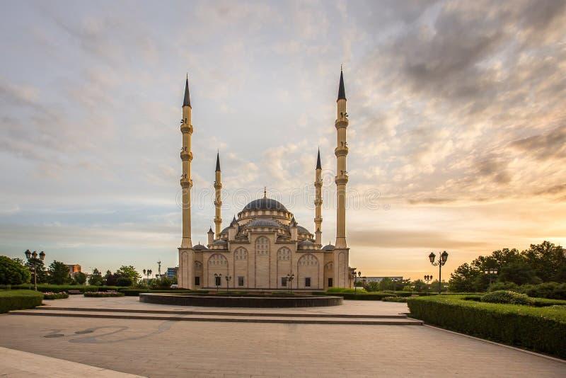 Coração do ` da mesquita do ` de Chechnya no alvorecer foto de stock