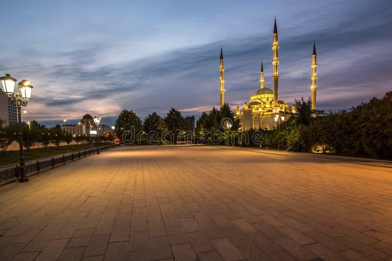 Coração do ` da mesquita do ` de Chechnya no por do sol foto de stock royalty free