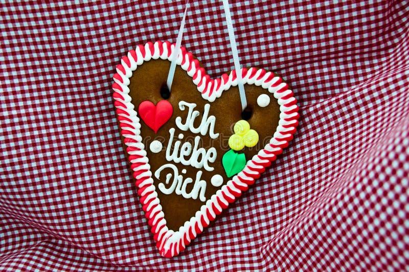 Coração do pão-de-espécie de Oktoberfest foto de stock