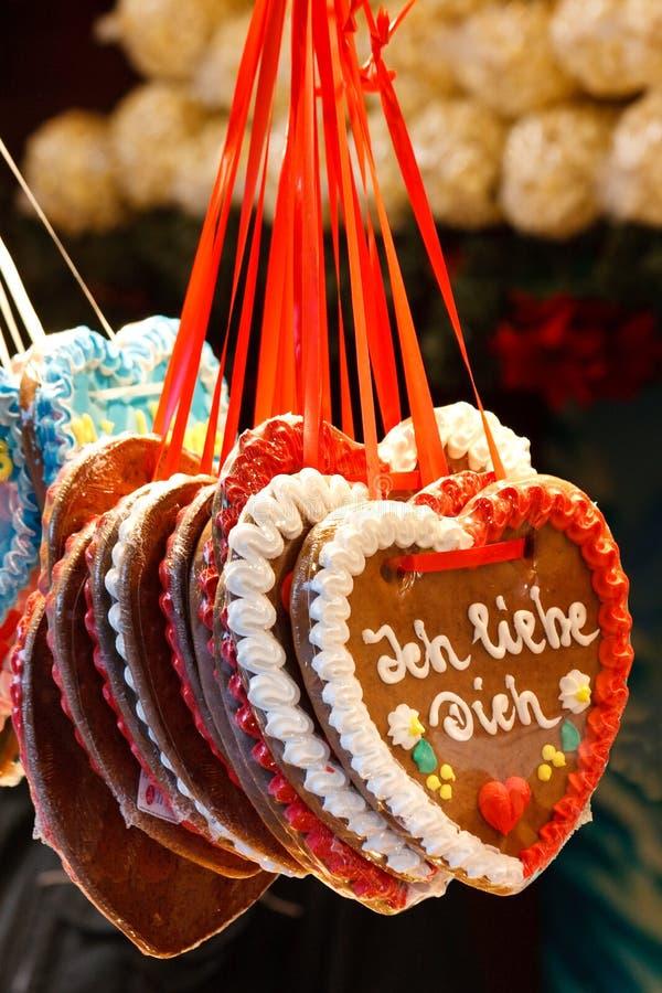 Coração do pão-de-espécie (Lebkuchenherz) ?eu te amo? foto de stock
