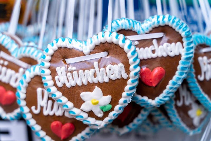 Coração do pão-de-espécie de Oktoberfest com letras de Munich O festival de outubro ? um evento sazonal da cerveja em Munich Alem foto de stock