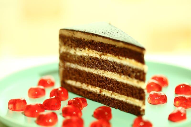 Coração do vermelho do chocolate e da geleia do bolo fotografia de stock