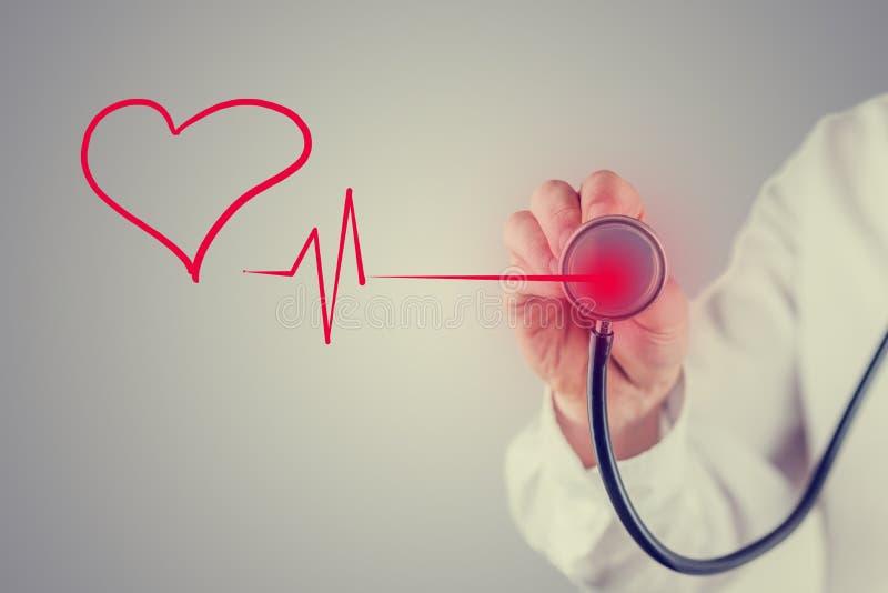 Coração e conceito saudáveis da cardiologia imagens de stock