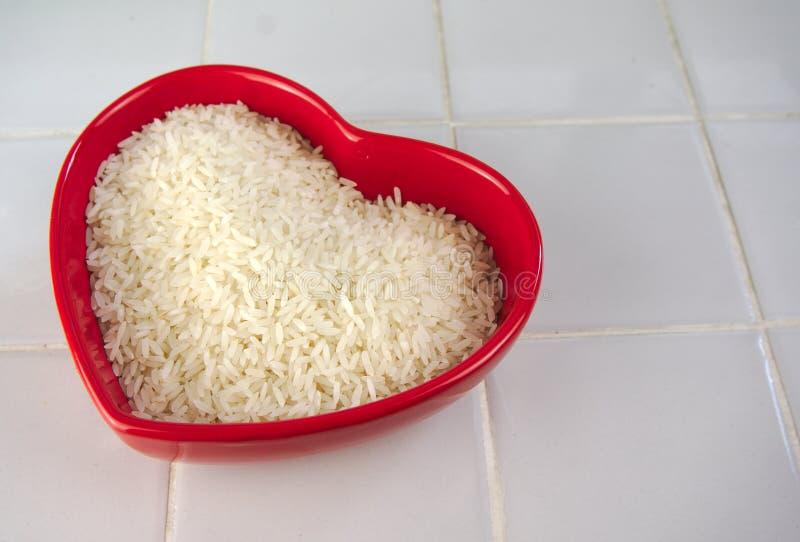 Coração em forma de bacia do arroz fotos de stock royalty free