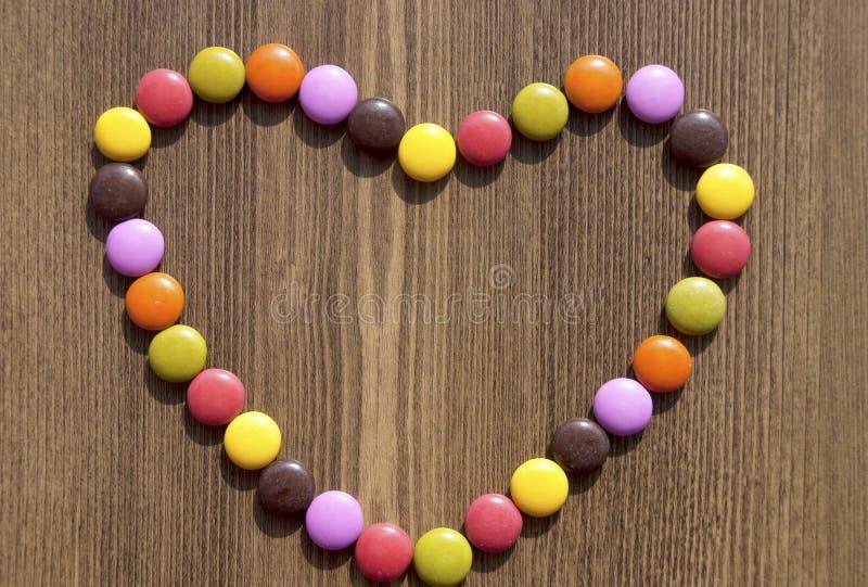 Coração feito de doces coloridos fotografia de stock