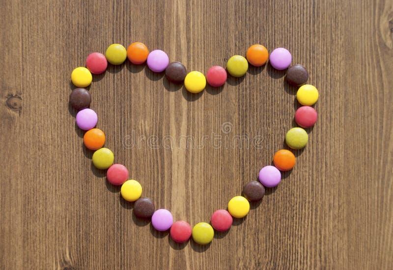 Coração feito de doces coloridos fotos de stock royalty free