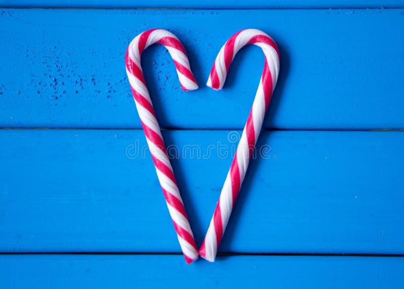 Coração feito dos doces do Natal O amor é toda em torno de nós imagem de stock royalty free