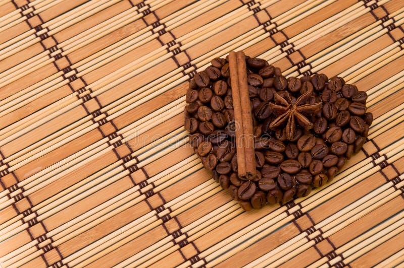 Coração feito a mão do café fotografia de stock royalty free