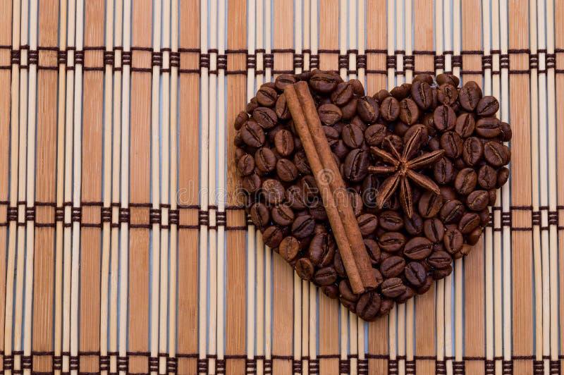 Coração feito a mão do café imagens de stock royalty free