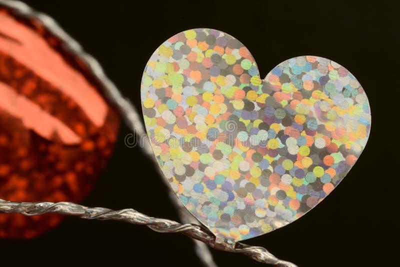 Coração liso branco da folha no fim da corda acima imagens de stock royalty free