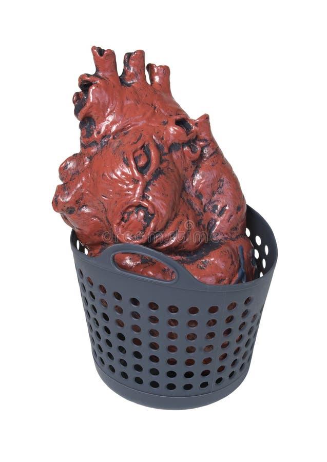 Coração médico em uma cesta de lavanderia imagens de stock royalty free