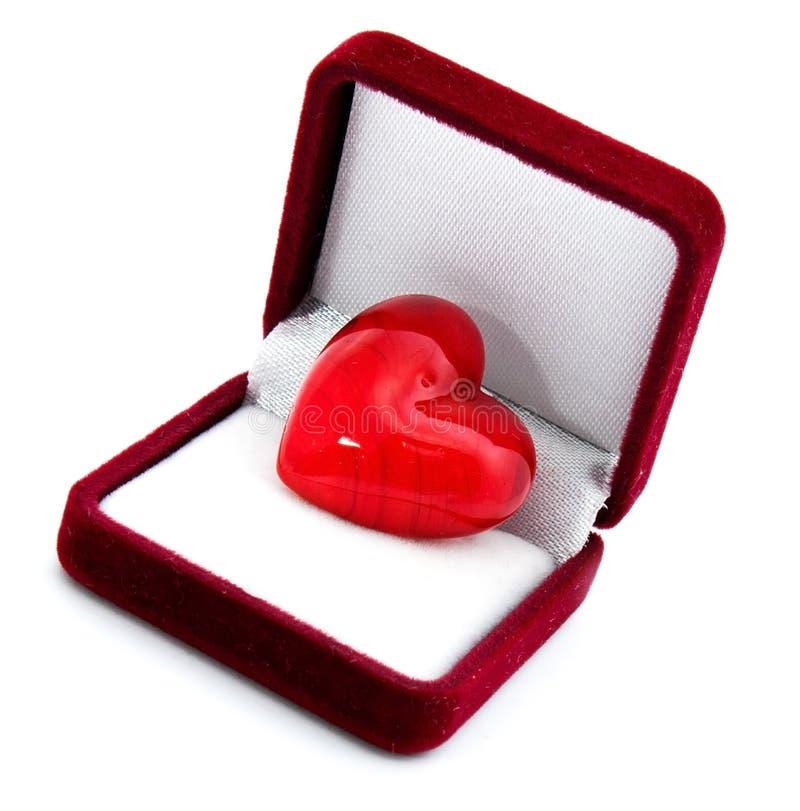 Coração na caixa de presente vermelha fotos de stock