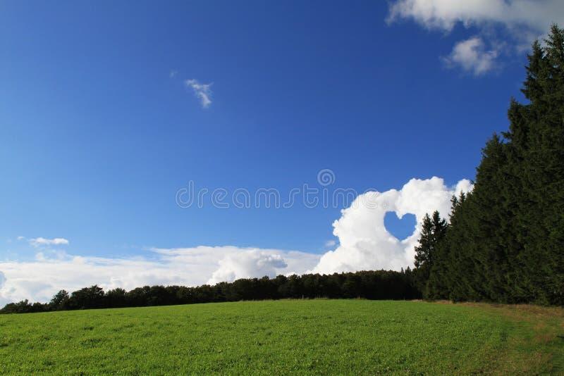 Coração nas nuvens fotos de stock royalty free