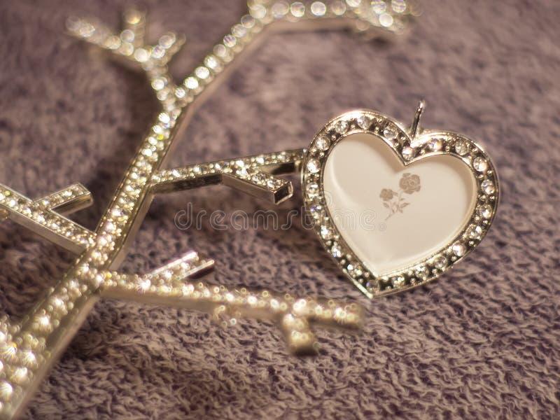 Coração no fundo de lã agradável fotos de stock