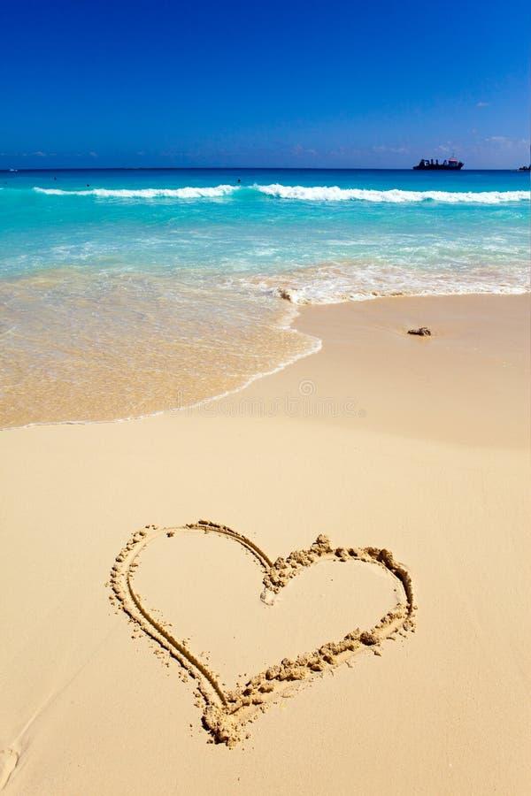 Coração um retrato na areia imagem de stock royalty free