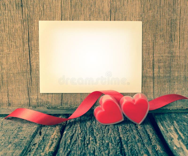 Coração vermelho com papel para o texto imagens de stock royalty free