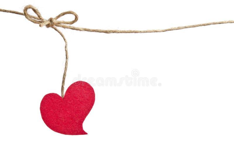 Coração vermelho da tela que pendura na corda imagem de stock
