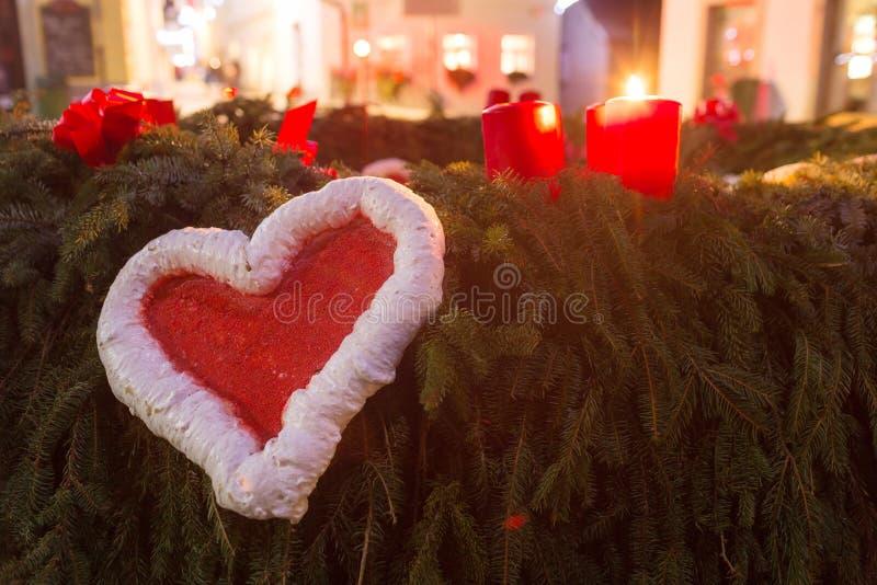 Coração vermelho do amor no dia de Valentim imagens de stock