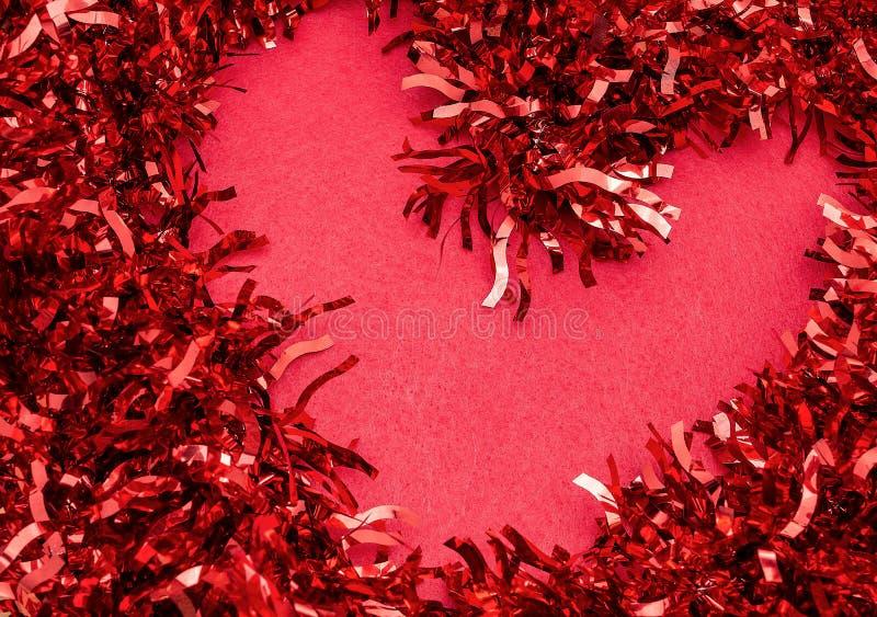 Coração vermelho em um Valentim vermelho de Saint do ano novo do fundo imagens de stock