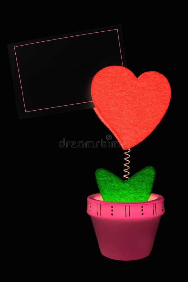 Coração vermelho sujo escuro com nota foto de stock