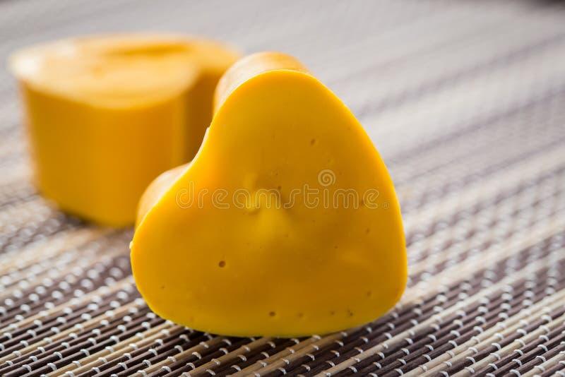 Corações amarelos do sabão fotos de stock