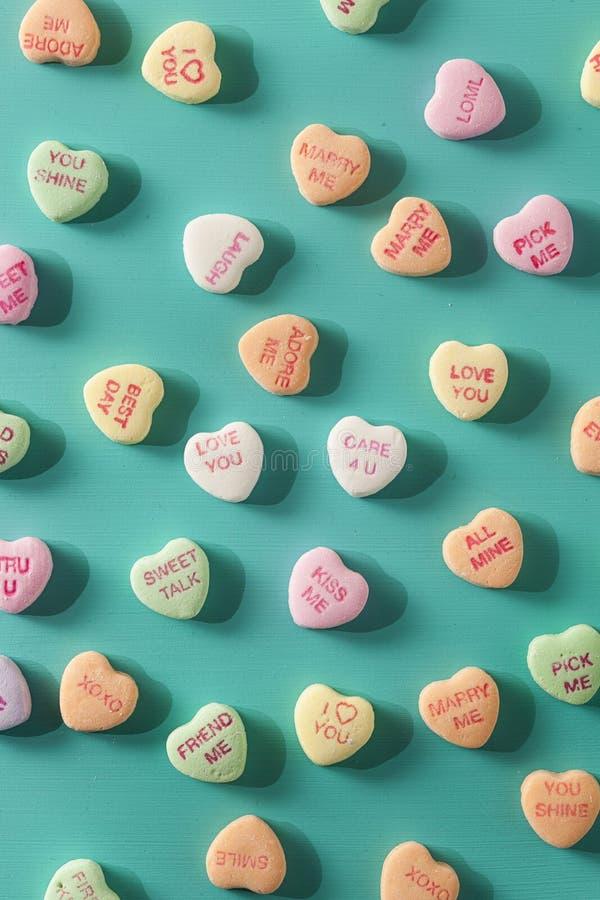 Corações da conversação dos doces para o dia de Valentim fotografia de stock royalty free