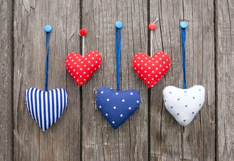 Corações decorativos coloridos imagem de stock