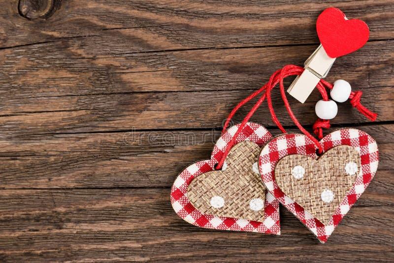 Corações decorativos no feriado do dia de Valentim imagem de stock