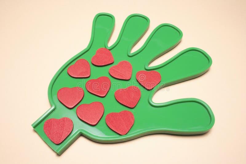 Corações do amor na mão plástica imagem de stock royalty free