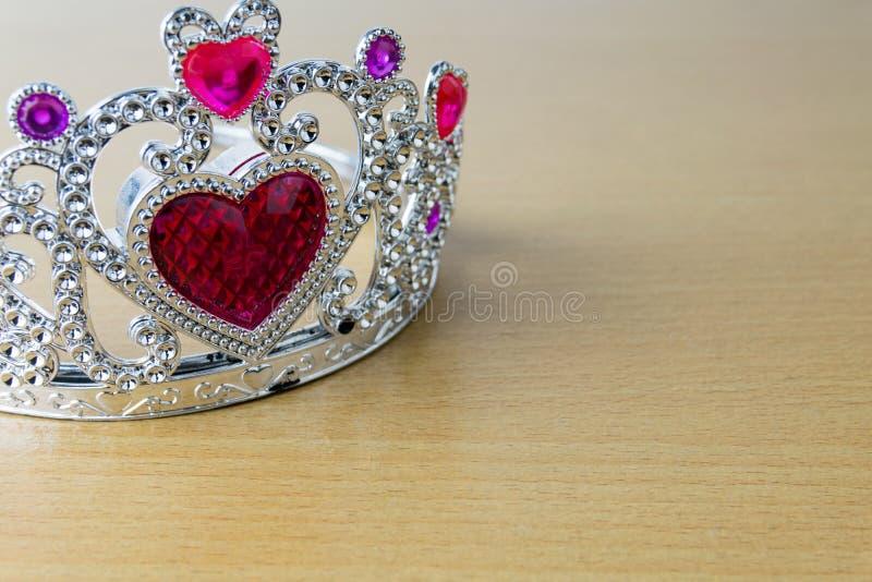 Corações do vermelho da coroa imagem de stock