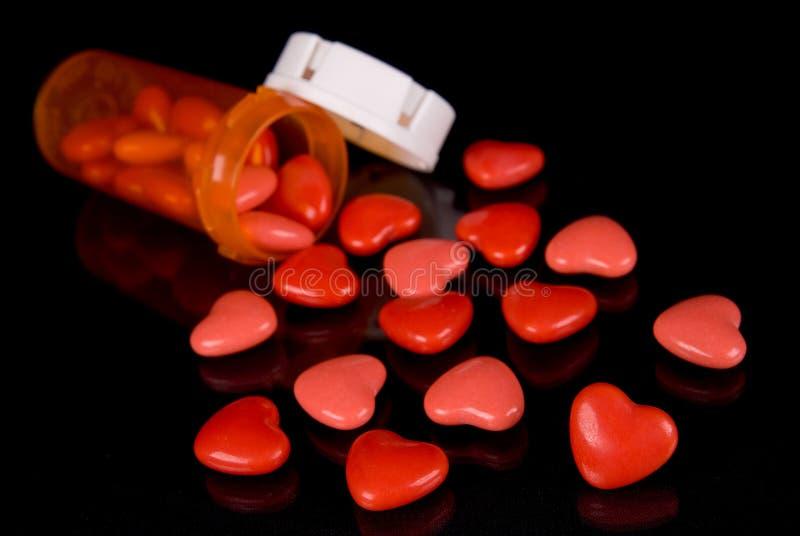 Corações dos doces e frasco da prescrição fotografia de stock royalty free