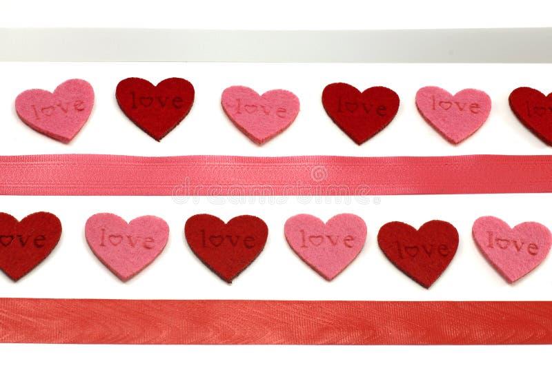Corações e fitas das cores imagens de stock