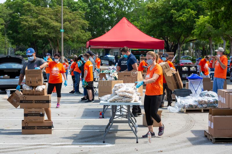 One Team - One Mission, Food Distribution with Coral Springs Police Department officers and Coral Springs Fire Department stock image