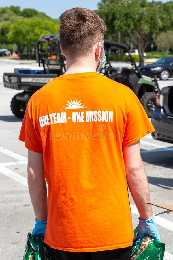 One Team - One Mission, Food Distribution with Coral Springs Police Department officers and Coral Springs Fire Department royalty free stock photography