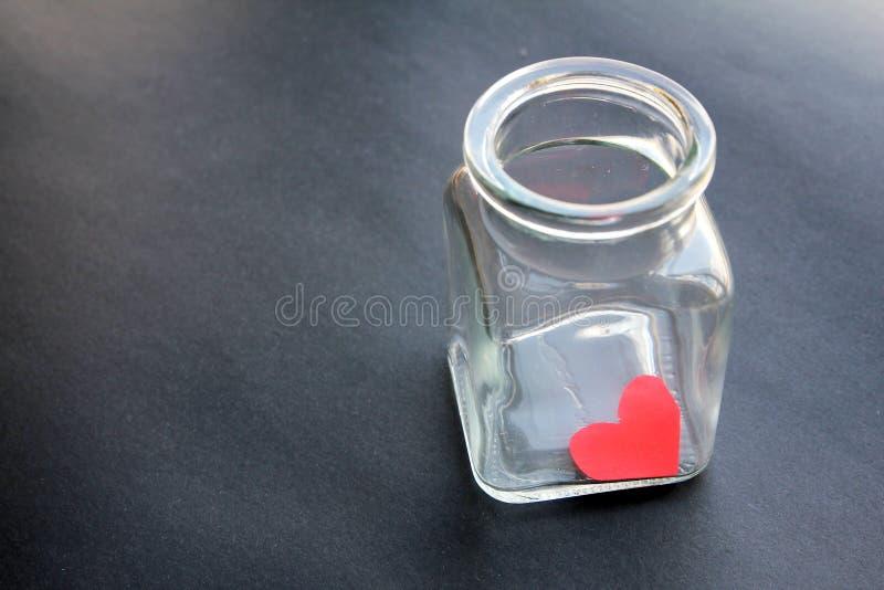 Corazón atrapado en un tarro de cristal imágenes de archivo libres de regalías
