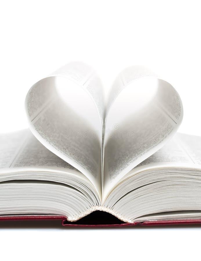 Corazón bajo la forma de hojas del libro fotos de archivo