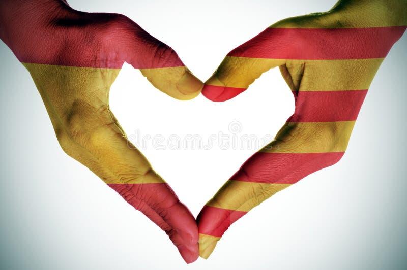 Corazón con las banderas catalanas y españolas imágenes de archivo libres de regalías