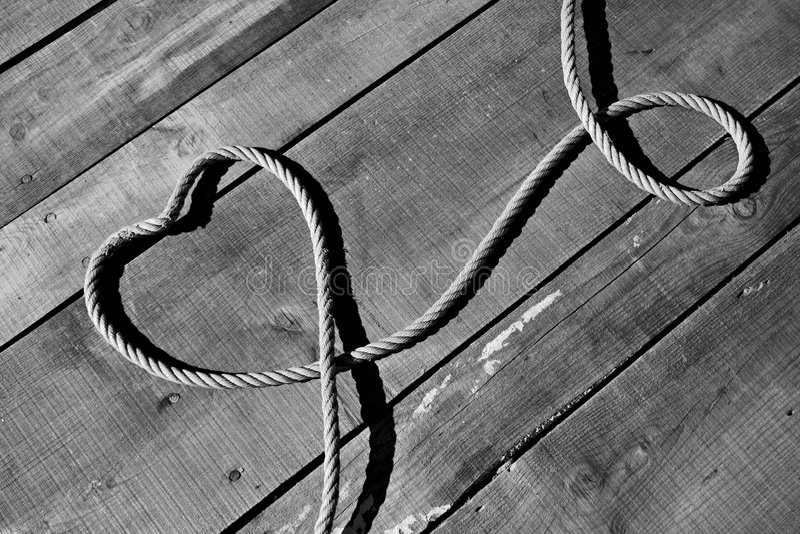 Corazón con las cuerdas imagen de archivo libre de regalías