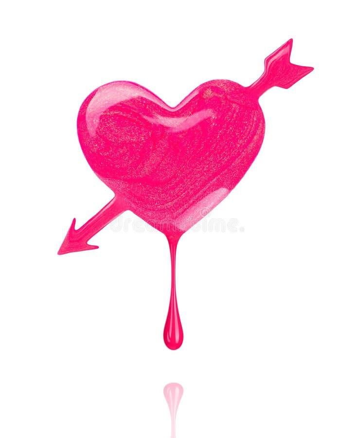 Corazón con una flecha hecha de esmalte de uñas rosado fotos de archivo