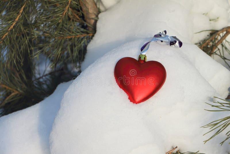 Corazón de la decoración del árbol de navidad fotos de archivo