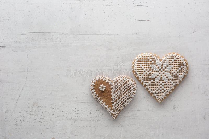 Corazón de la Navidad o de la tarjeta del día de San Valentín con los ornamentos en el fondo blanco fotos de archivo libres de regalías