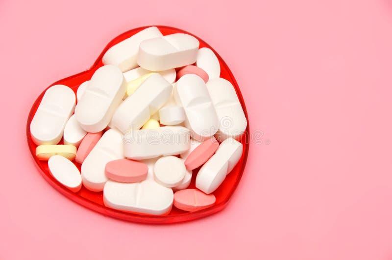 Corazón de la píldora imagenes de archivo