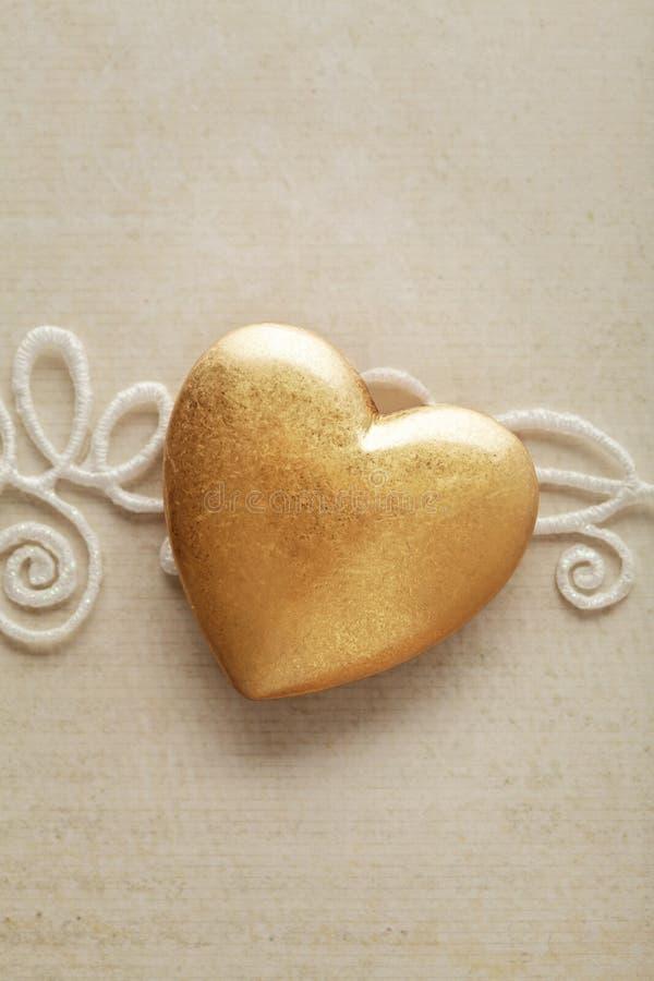 Download Corazón de oro imagen de archivo. Imagen de metal, brillante - 41908439